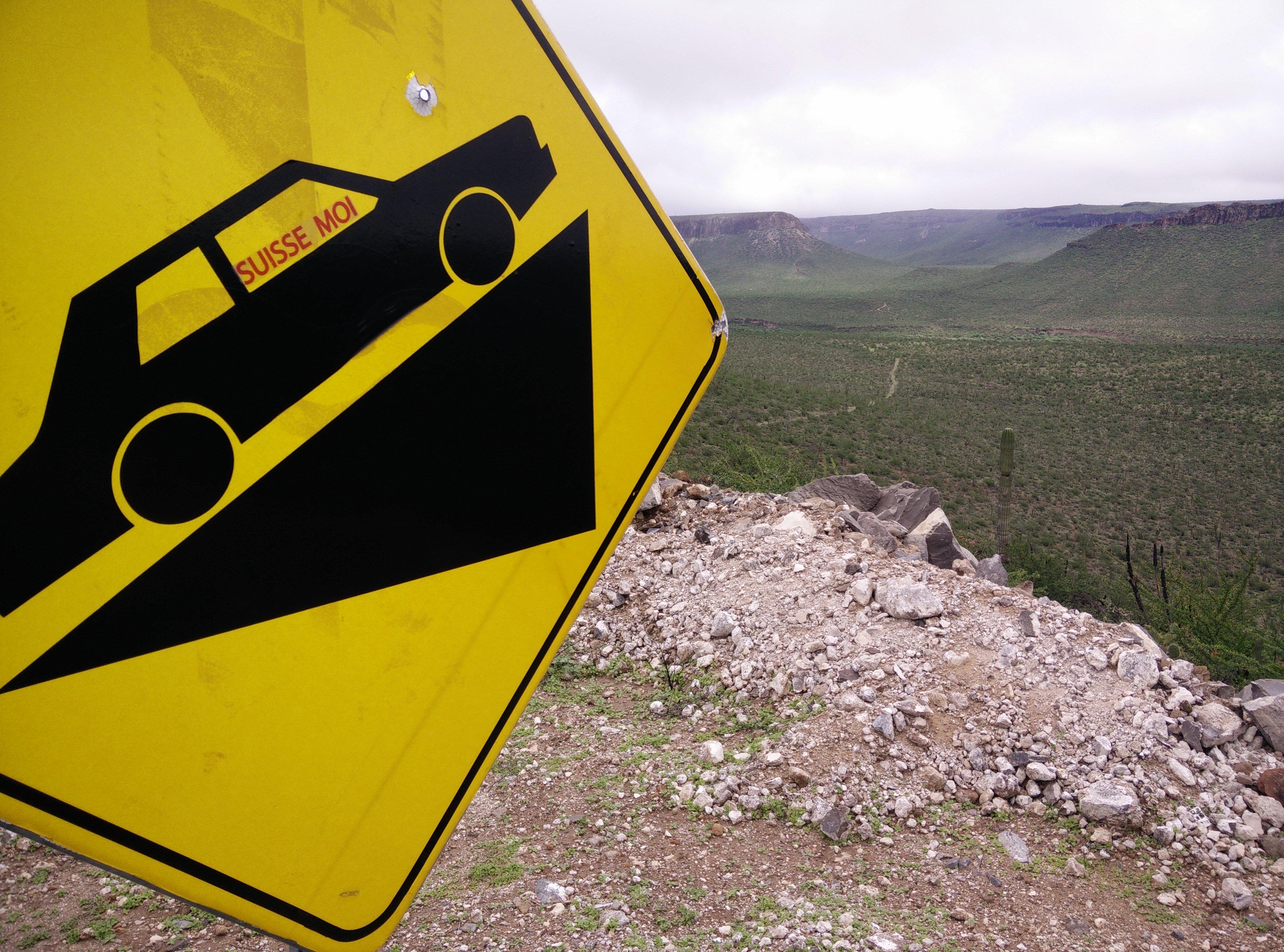 Panneau routier - 10 conseils essentiels pour un roadtrip au Mexique - Nomad Junkies