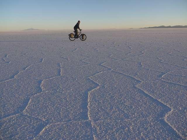 Salar de Ayuni - Portrait de nomade : 7 questions à Stephen Fabes qui parcourt le monde à vélo - Nomad Junkies