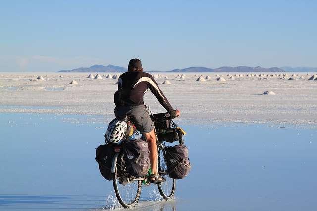 Salt flats - Portrait de nomade : 7 questions à Stephen Fabes qui parcourt le monde à vélo - Nomad Junkies
