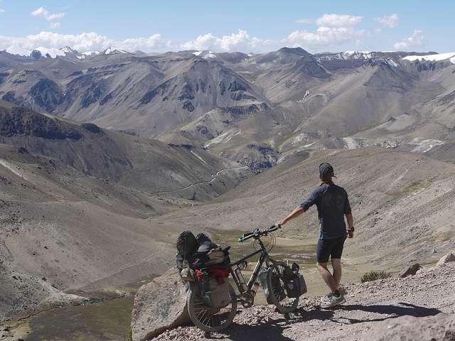 Abra Loncopata - Portrait de nomade : 7 questions à Stephen Fabes qui parcourt le monde à vélo - Nomad Junkies
