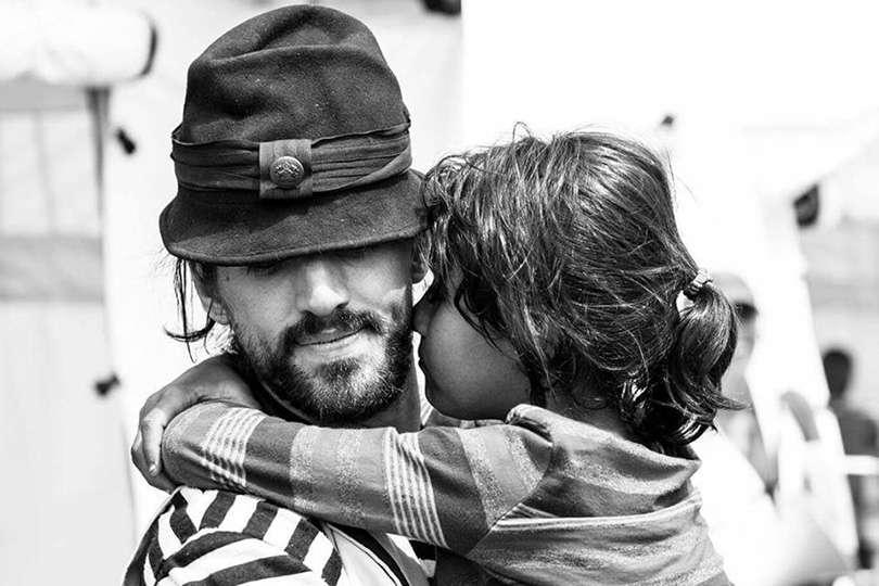 Câlin - Portrait de nomade : 7 questions à Guillaume Vermette, clown humanitaire - Nomad Junkies