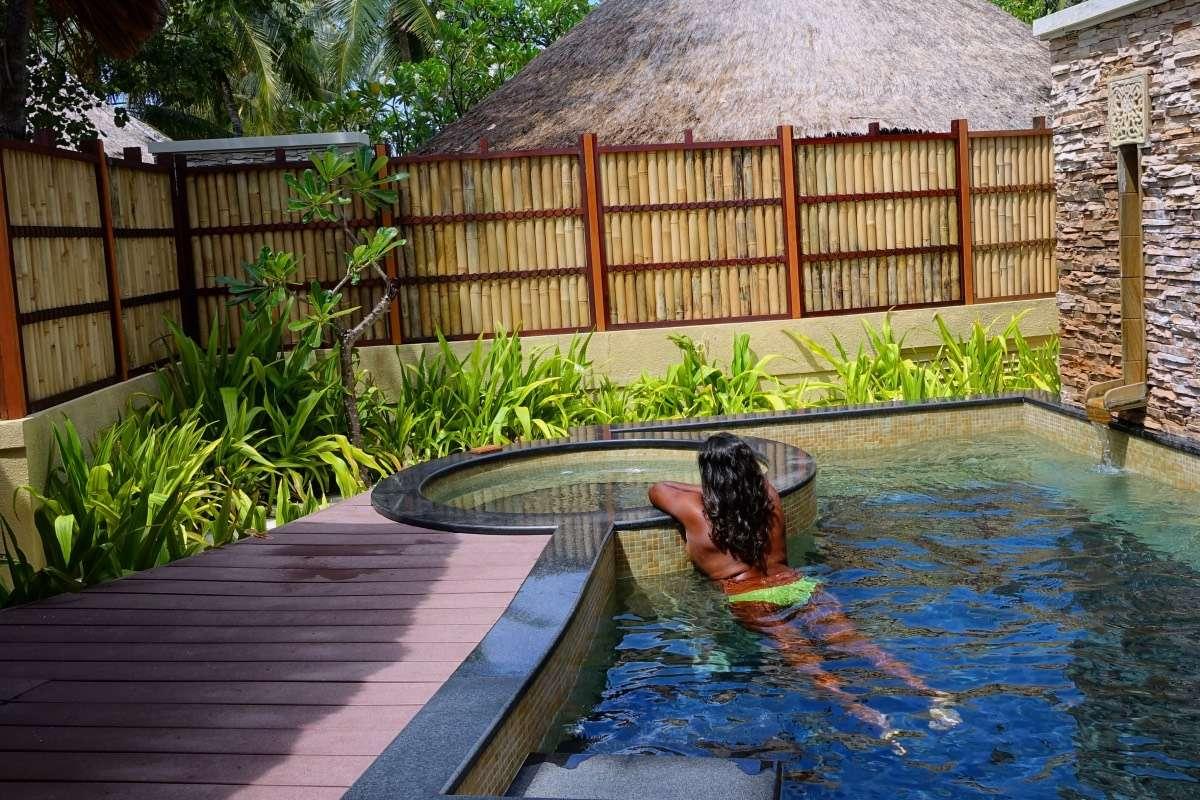 PIscine et spa Safia - Maldives : 10 raisons pourquoi ça devrait être ta prochaine destination de rêve - Nomad Junkies