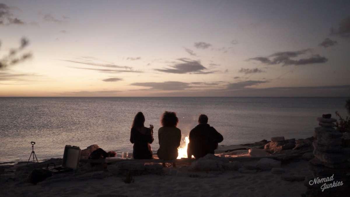 Bonfire - Épisode 5 : aux Bahamas – Génération Nomade - Nomad Junkies