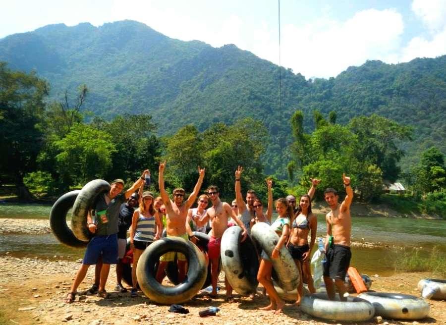 Vang Vieng - Top 5 des meilleurs endroits pour un voyage solo - Nomad Junkies