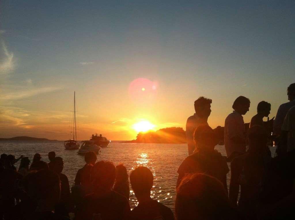 Coucher de soleil Hvar - Croatie - Nomad Junkies