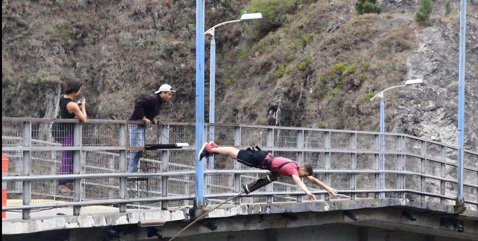 Bridge Jump - Baños - Équateur - Nomad Junkies