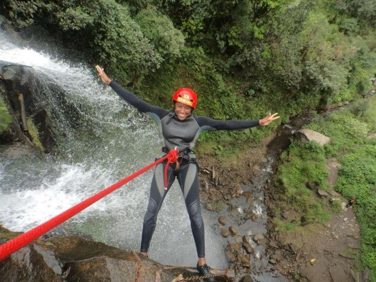 Canyoning - Baños : Capitale du sport extrême en Équateur - Nomad Junkies