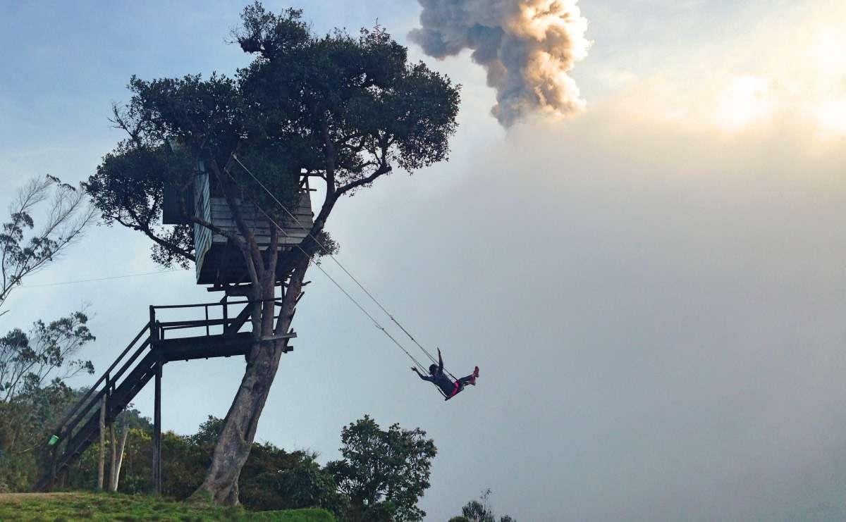 Swing at the end of the world - Baños : Capitale du sport extrême en Équateur - Nomad Junkies