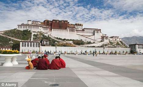Palais Potola (Tibet) - Top 20 des endroits à explorer avant de mourir - Nomad Junkies