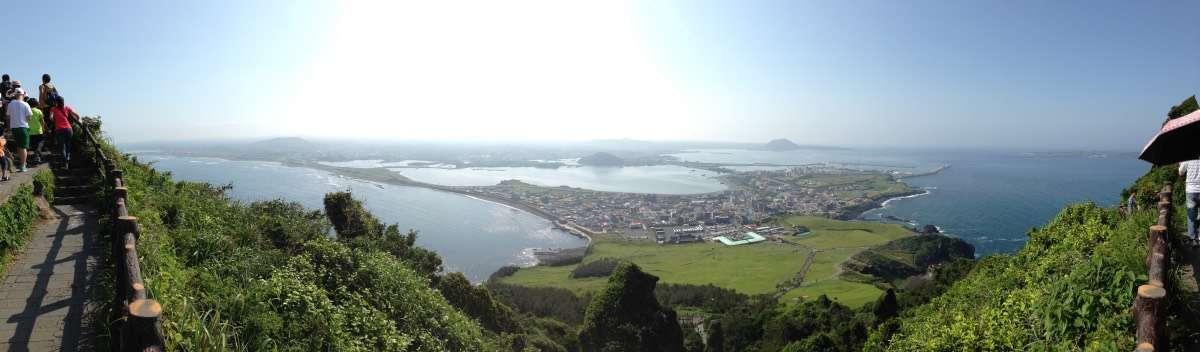 Seongsan Ilchulbong Panorama - L'île de Jejudo : Le Hawaï de la Corée - Nomad Junkies