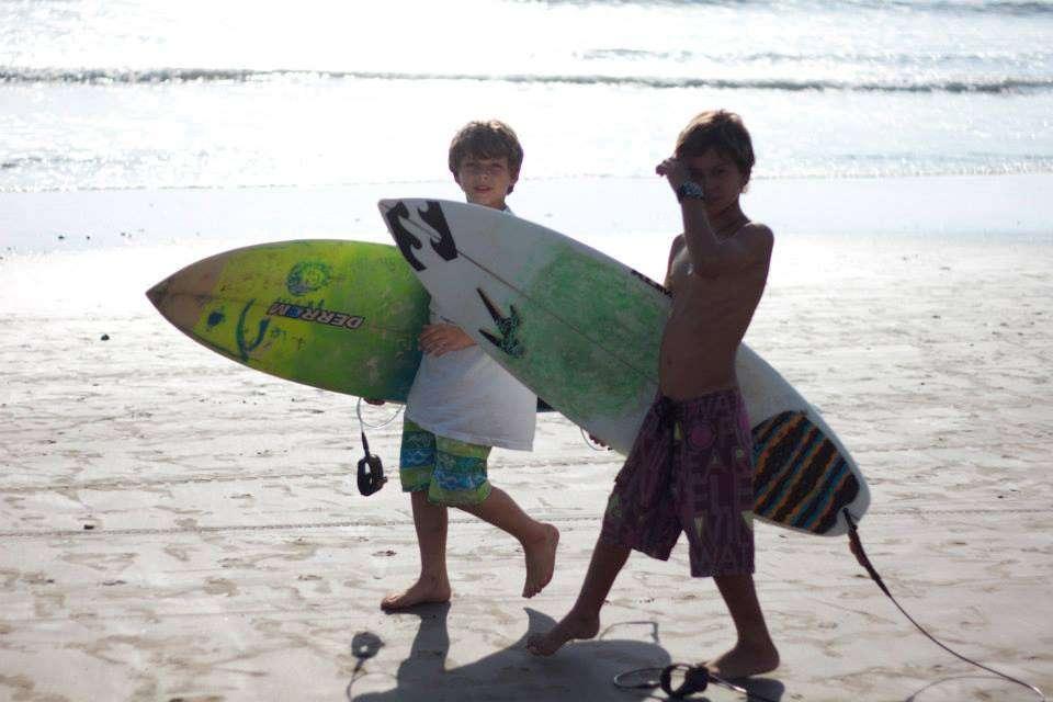 Mini-surfers - 5 raisons de faire la fiesta à Montanita - Nomad Junkies
