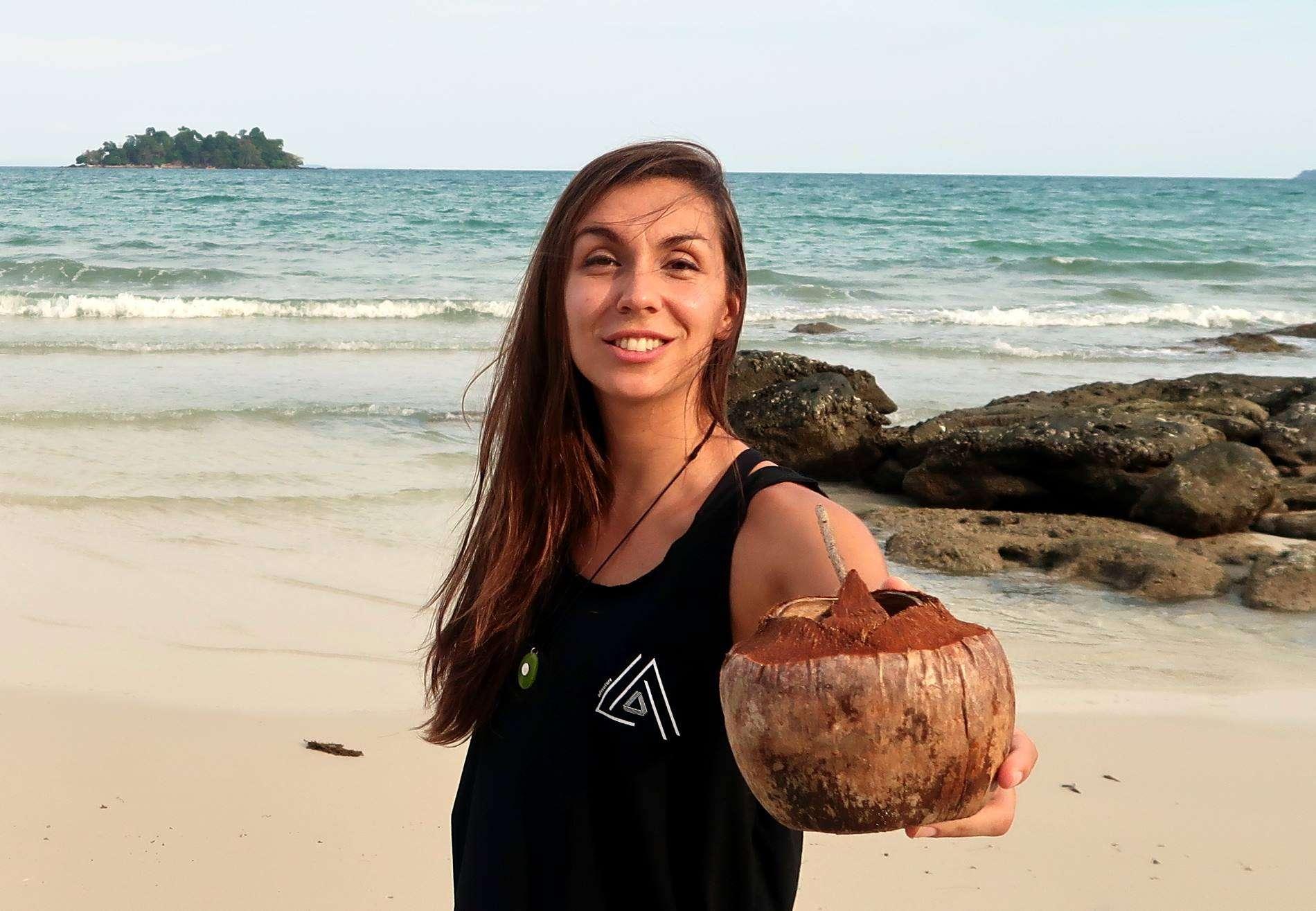 Coconut - 10 choses les plus stressantes en voyage (et comment les éviter) - Nomad Junkies
