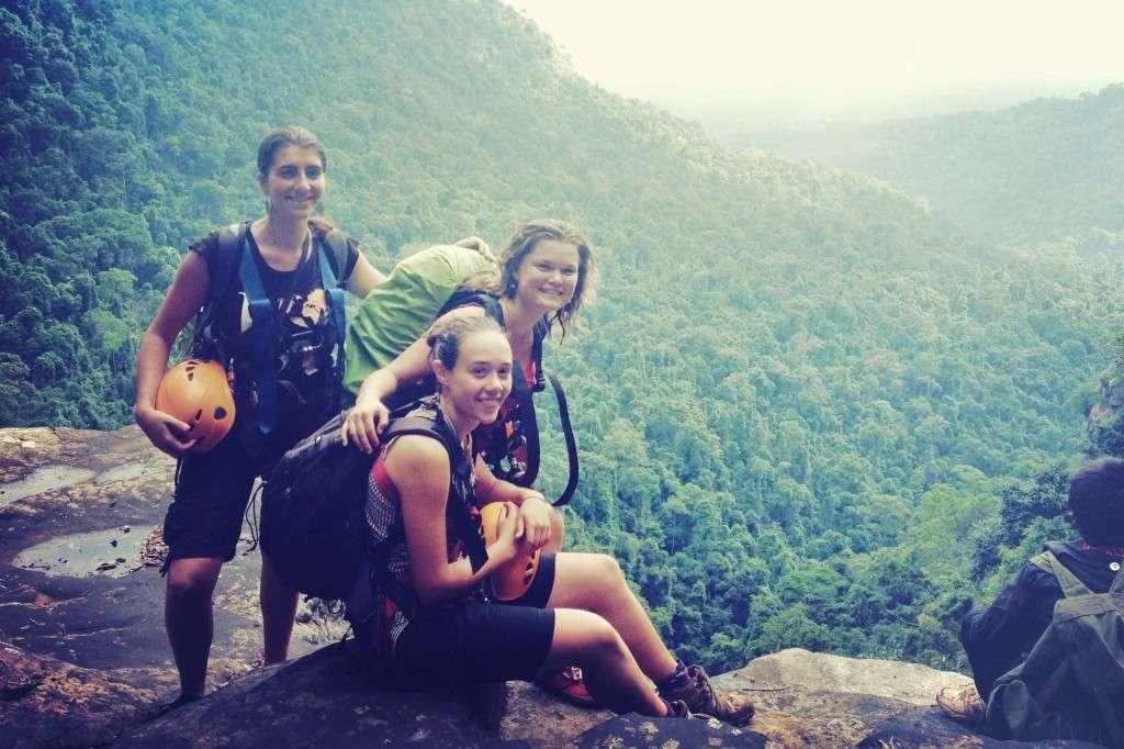 Team VESTA - Dormir dans la jungle au Laos - Nomad Junkies