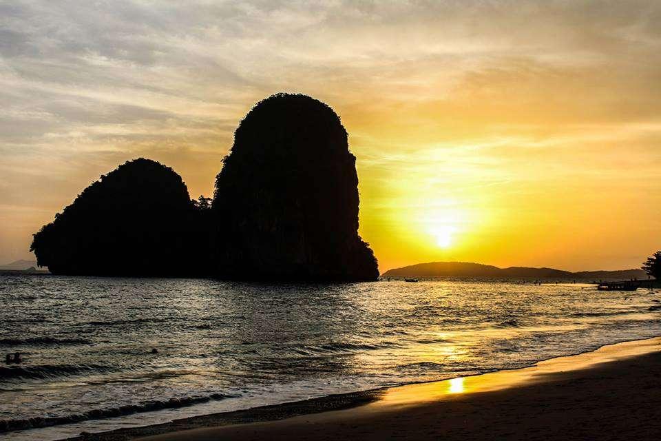 Railay Beach, Thailande - Mon tour du monde en couchers de soleil - Nomad Junkies