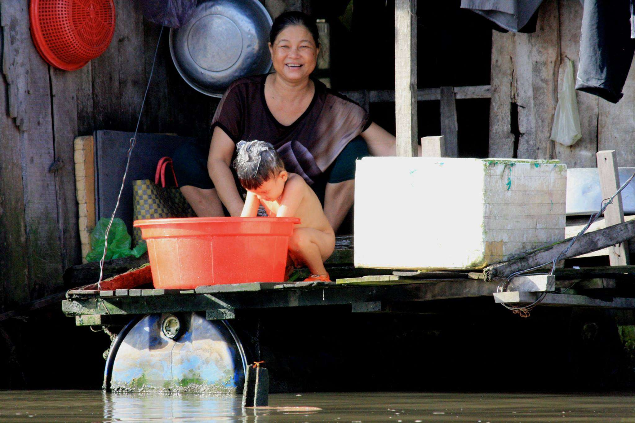 Local avec enfant - Récit de nomade : Motorcyle Diary au Vietnam - Nomad Junkies