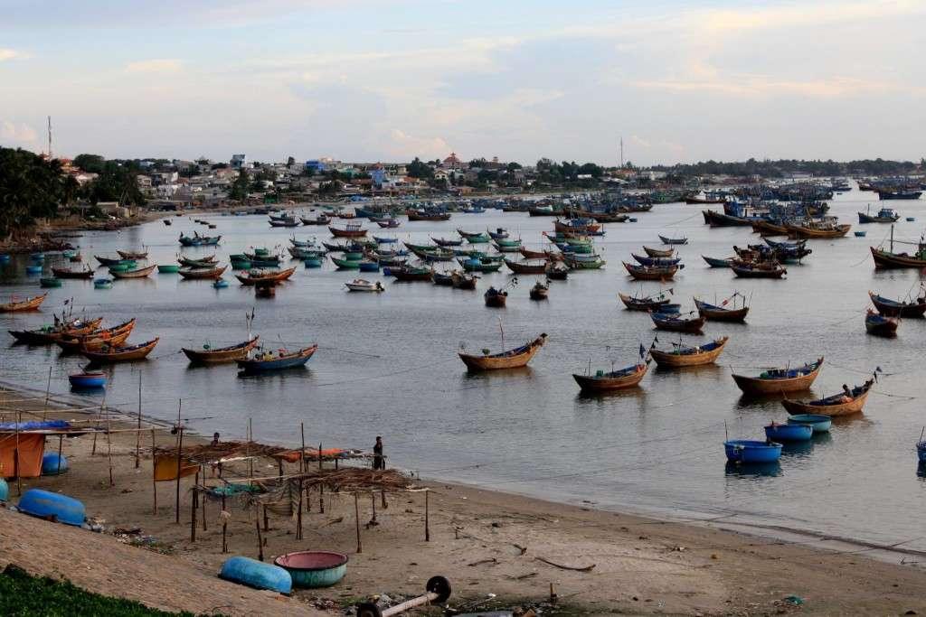 Chaloupes plage - Récit de nomade : Motorcyle Diary au Vietnam - Nomad Junkies