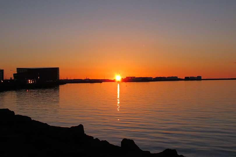 Coucher de soleil - 5 choses à savoir avant de partir en Islande - Nomad Junkies