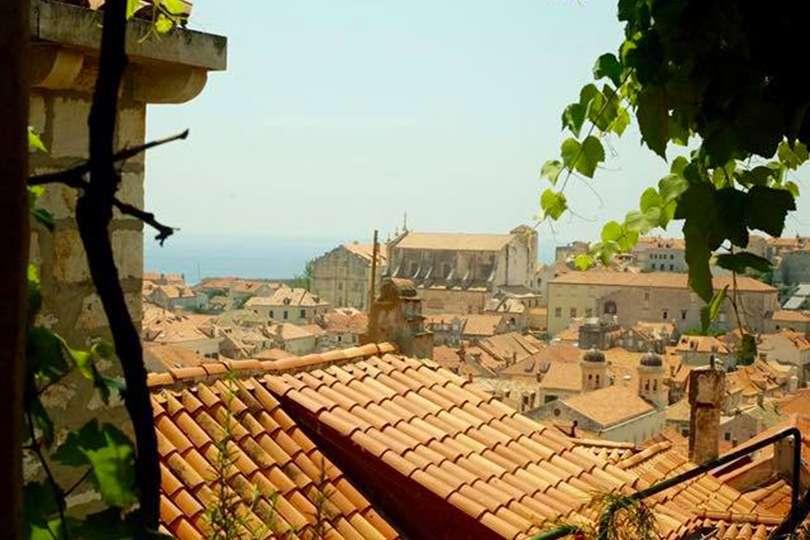 Dubrovnik Café Pi Pi - Island Hopping en Croatie - Nomad Junkies