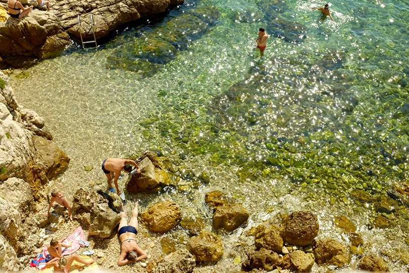 Rovinj plage - Island Hopping en Croatie - Nomad Junkies