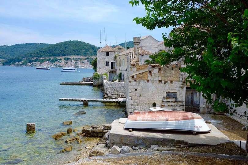 Vis Island bateau - Island Hopping en Croatie - Nomad Junkies