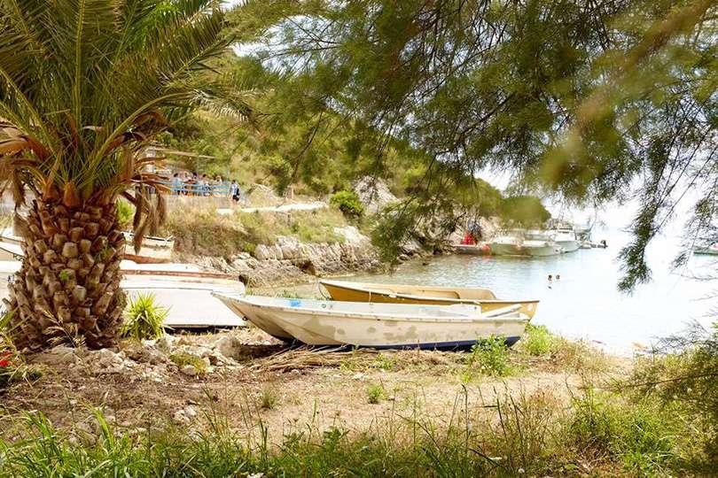 Vis Island plage - Island Hopping en Croatie - Nomad Junkies