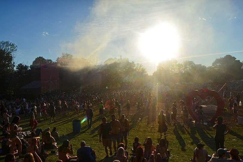 Crowd contre-jour - Osheaga un festival de voyage - Nomad Junkies