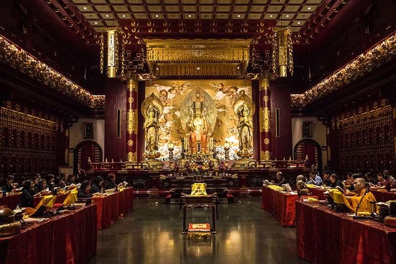 Buddha Tooth Relic Temple and Museum - Le gros luxe à Singapour : 2 $ pour un restaurant du Guide Michelin! - Nomad Junkies