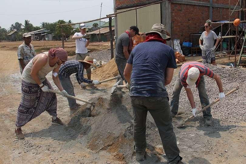 Travailleurs - Voyage humanitaire : 5 raisons de te lancer - Nomad Junkies