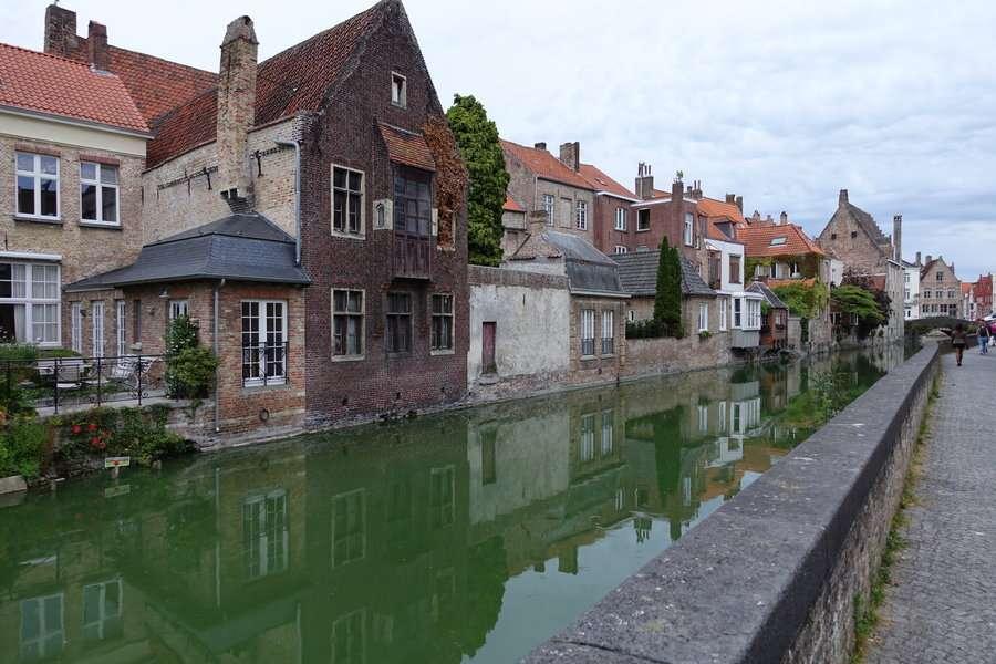 Canal - Bruges 20 astuces pour visiter sans se ruiner - Nomad Junkies