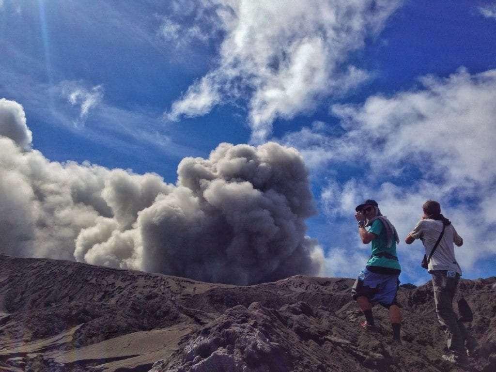 Volcan Dukono - Indonésie : 10 endroits cachés à découvrir absolument - Nomad Junkies