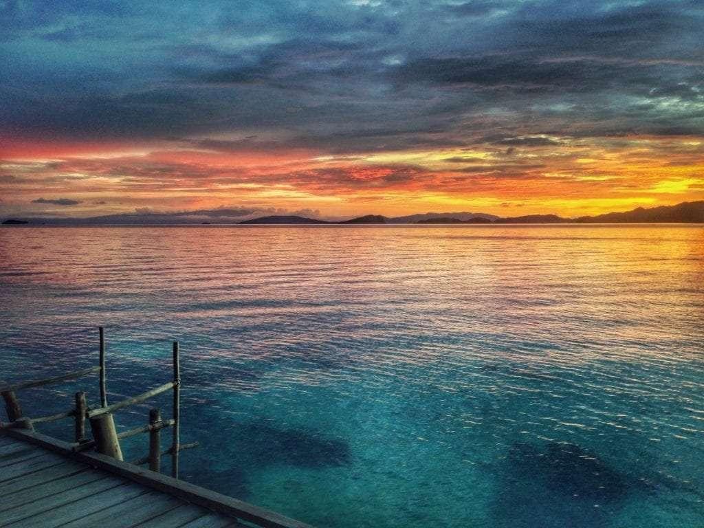 Coucher de soleil à Yengkawe - Indonésie : 10 endroits cachés à découvrir absolument - Nomad Junkies