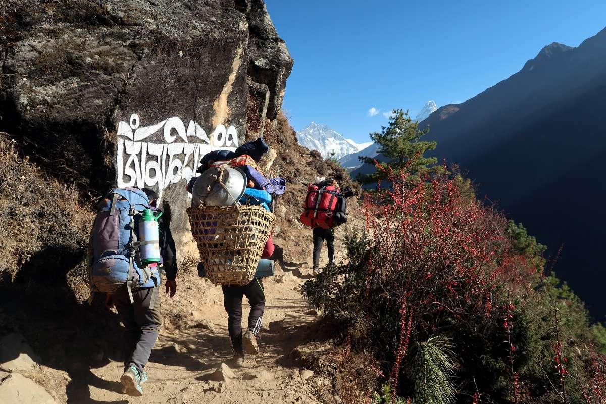 Sherpas - Katmandou à l'Everest : 21 jours de trek par l'ancienne route - Nomad Junkies