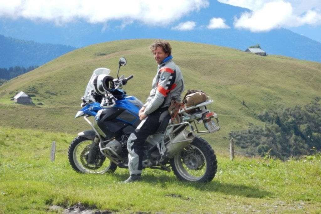Moto - Portrait de nomade : 7 questions à Charles de Village Monde - Nomad Junkies
