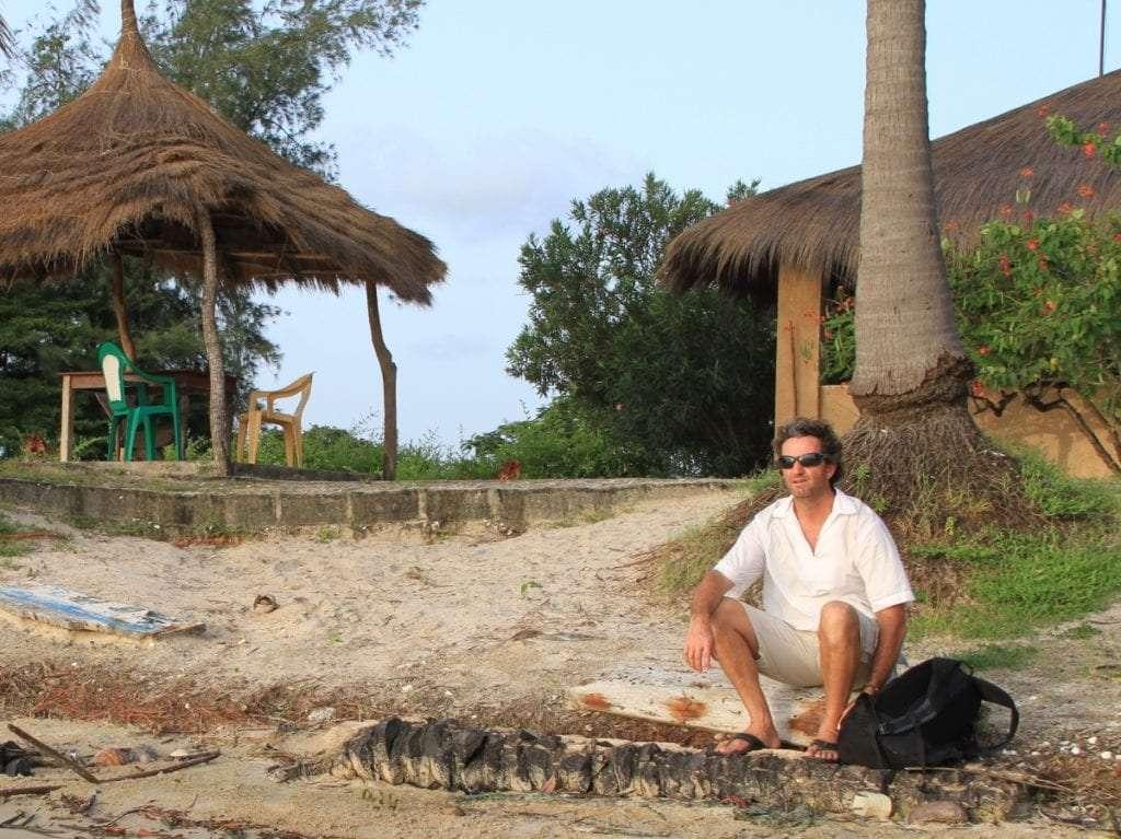 Plage - Portrait de nomade : 7 questions à Charles de Village Monde - Nomad Junkies