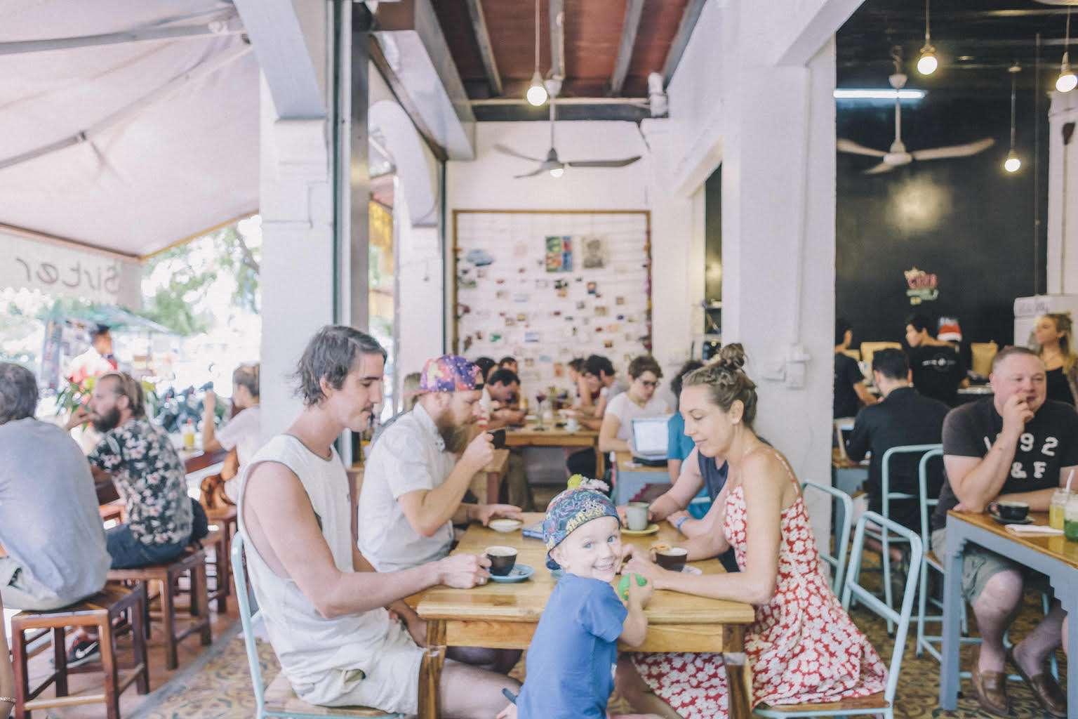 Café - Portrait de nomade: 7 questions à Cassie de Sister Srey Café - Nomad Junkies