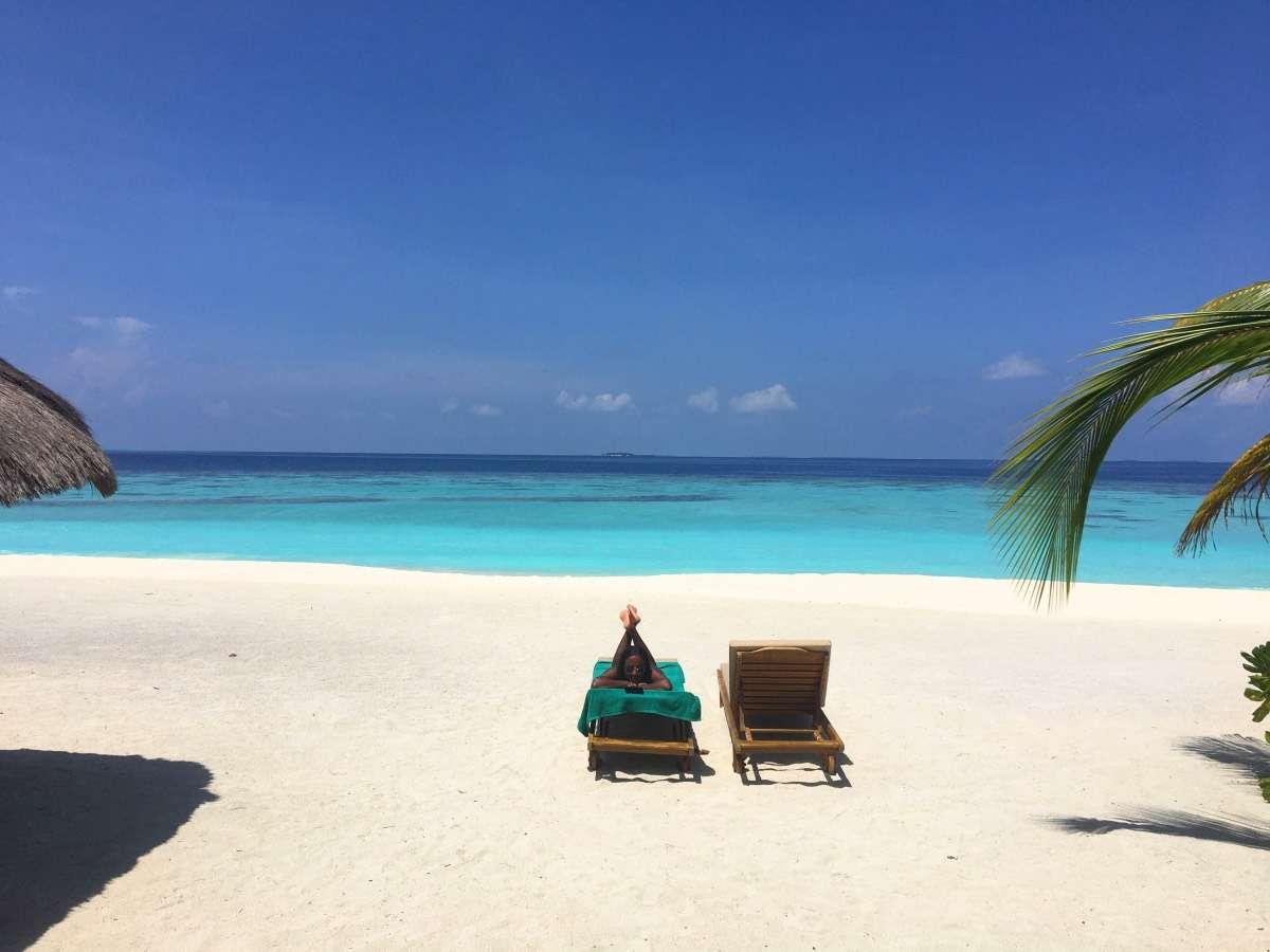 Plage privée - Maldives : 10 raisons pourquoi ça devrait être ta prochaine destination de rêve - Nomad Junkies