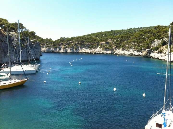 Calanques - Envole-toi vers Marseille : découvre la «vibe» du Sud de la France - Nomad Junkies