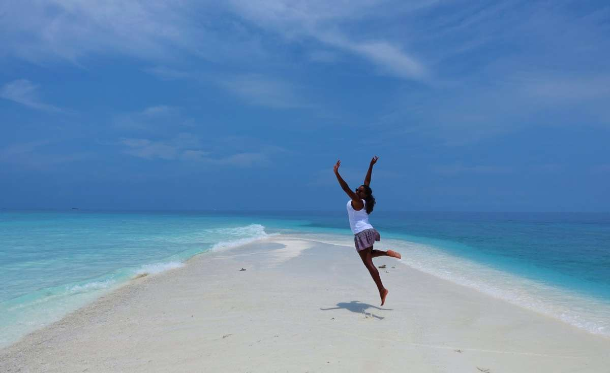 Paradis plage - Maldives : 10 raisons pourquoi ça devrait être ta prochaine destination de rêve - Nomad Junkies