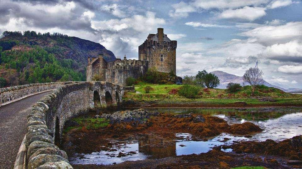 Eilean Donan - 7 châteaux à visiter absolument lors de ton prochain Eurotrip - Nomad Junkies