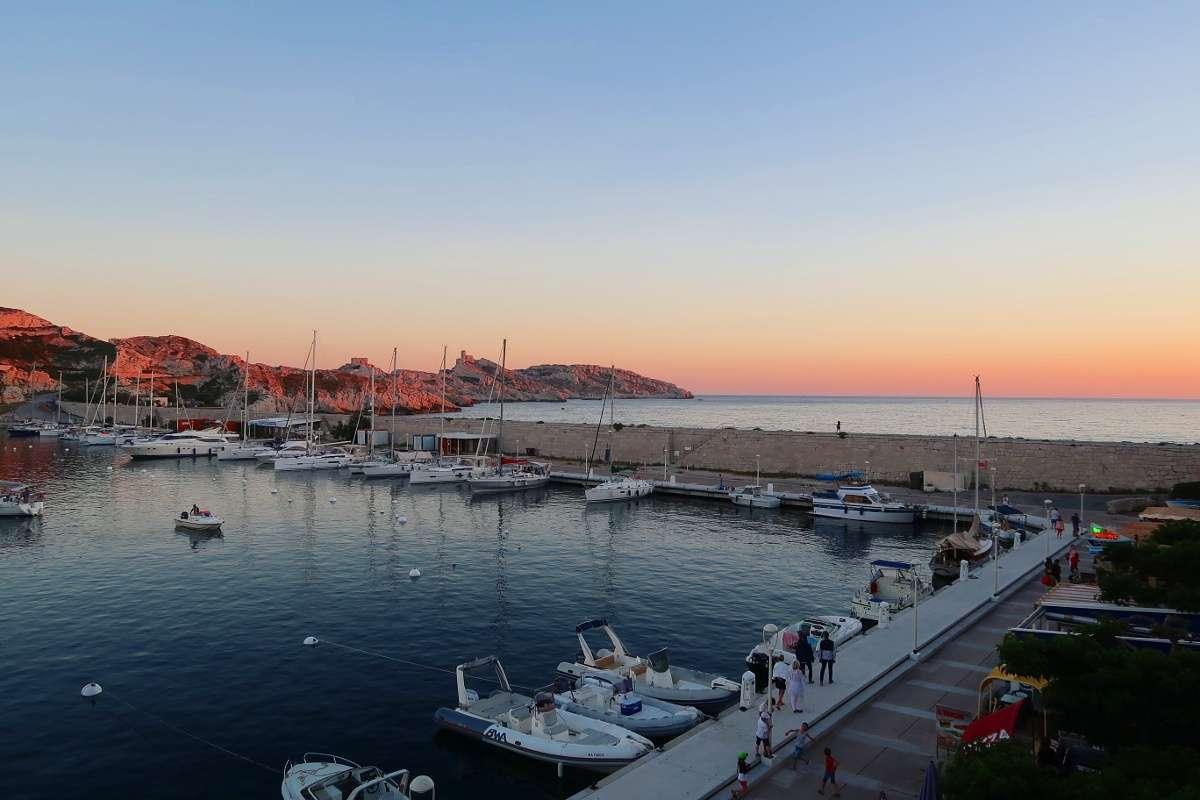 Port Iles du Friou - Envole-toi vers Marseille : découvre la «vibe» du Sud de la France - Nomad Junkies