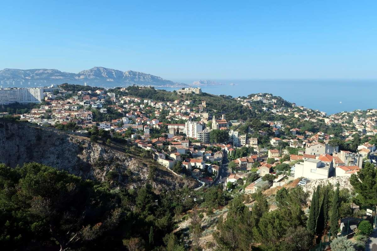 Vue panoramique - Envole-toi vers Marseille : découvre la «vibe» du Sud de la France - Nomad Junkies