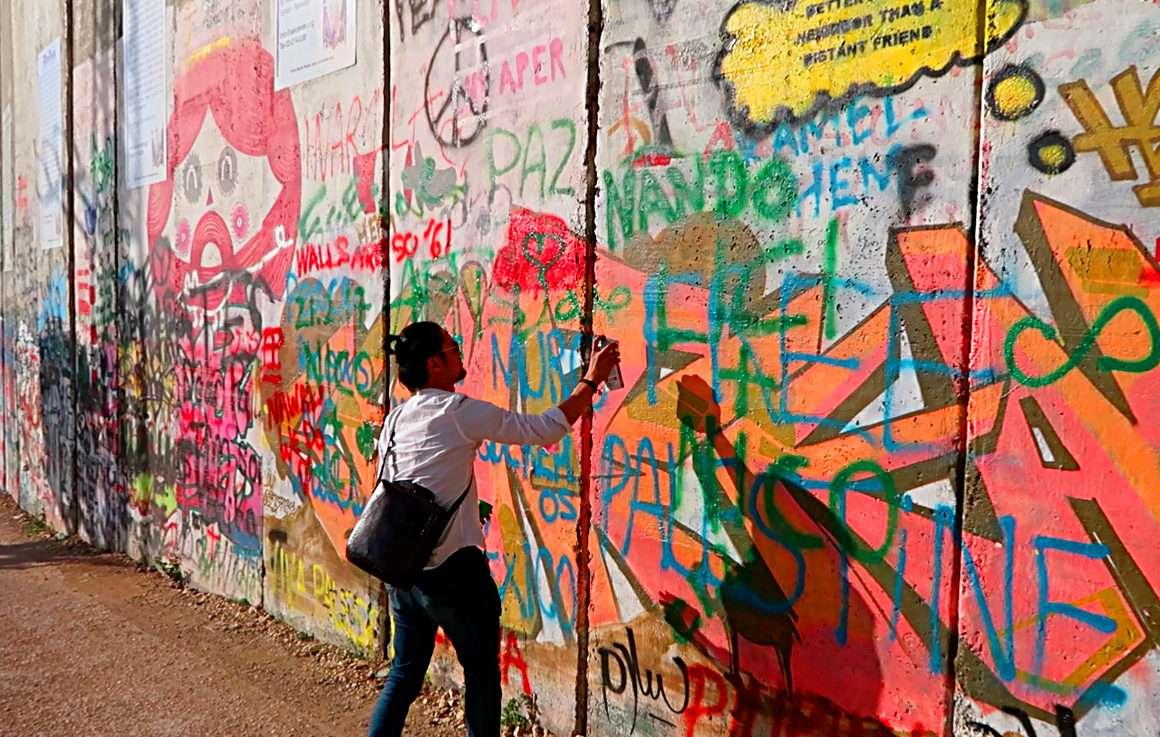 Palestine Mur Cisjordanie Bansky - Voyager en backpack en Israël : 7 musts - NomadJunkies