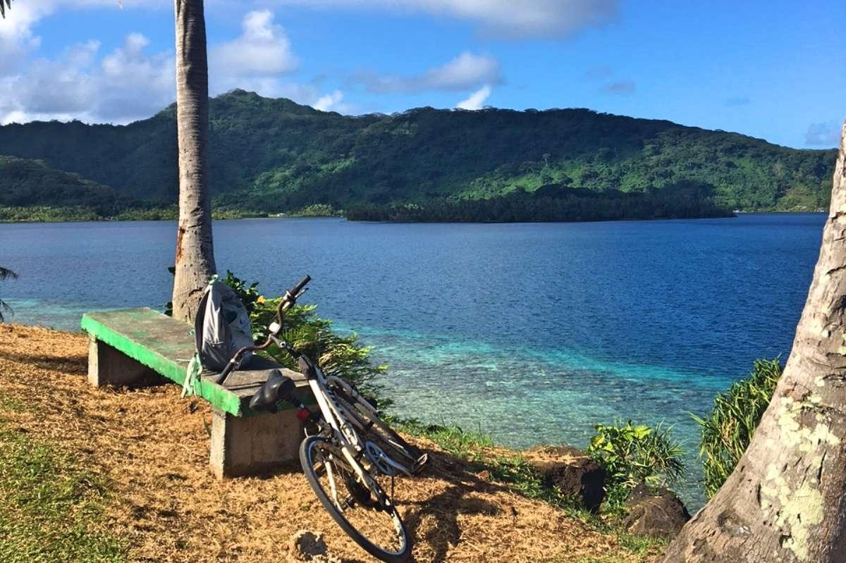 Vélo - 5 conseils pour voyager en backpack en Polynésie française - Nomad Junkies