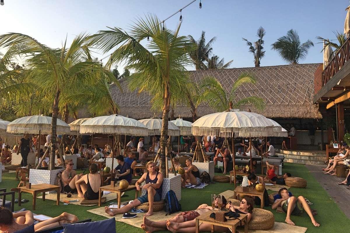 The Lawn - Le guide ultime pour votre séjour de surf à Canggu, Bali - Nomad Junkies