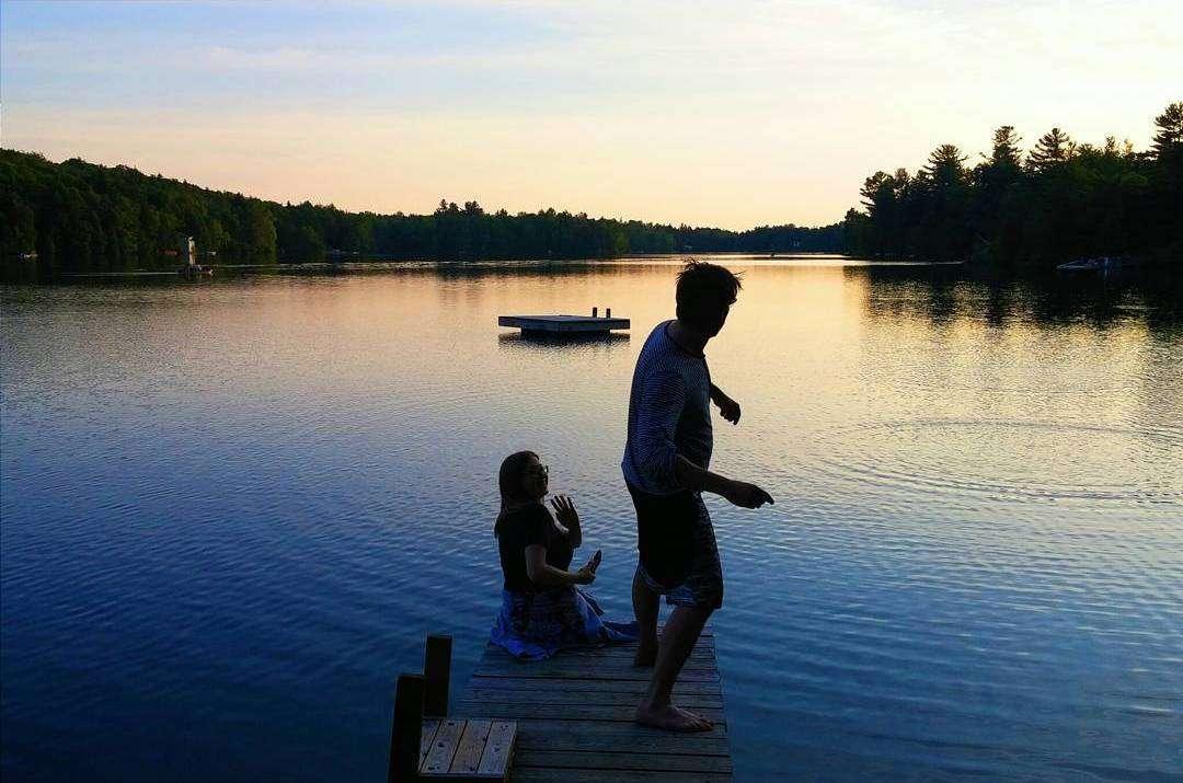 Lac - Je m'aime plus quand je voyage - Nomad Junkies
