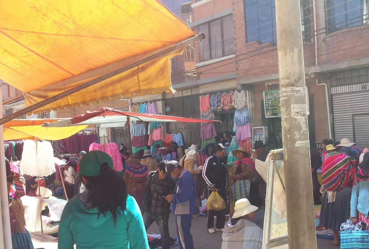 Marché - 5 choses que tu dois savoir avant de partir voyager en Bolivie - Nomad Junkies