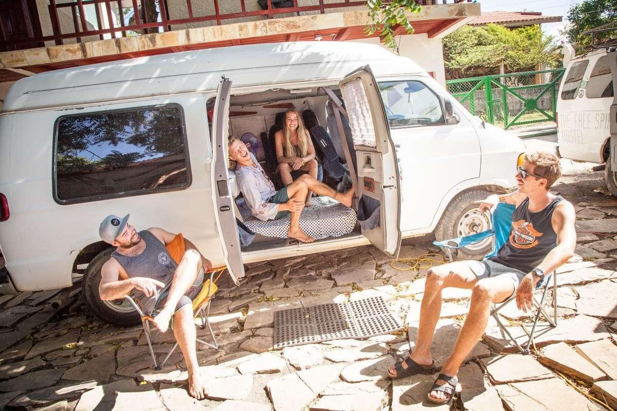 Hippie Van Karl - Portrait de nomade : 7 questions à Karl du Free Spirit Hostel - Nomad Junkies