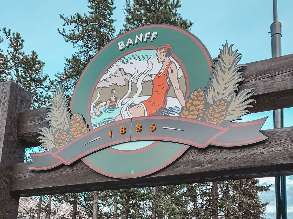 Banff Upper Hot Springs - Backpacking Canada: 10 days in Alberta - Nomad Junkies