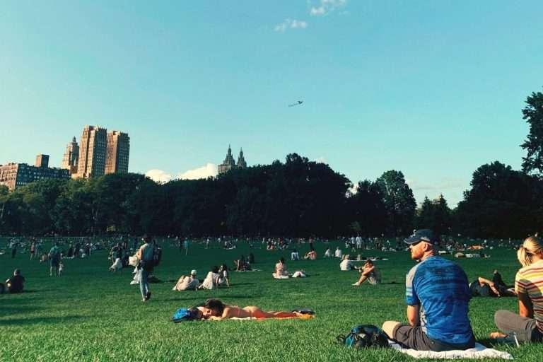 Les 10 choses dont tu as absolument besoin pour tes «chilling» au parc cet été